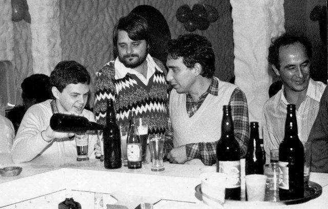 Em Itaguaçu, Florianópolis, com colegas de curso (1981 ou 82)